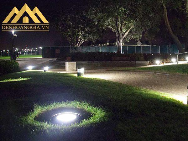 Đèn led âm đất 6w tròn được lắp đặt nhiều vị trí trong không gian như quảng trường, sảnh chính của các tòa nhà...
