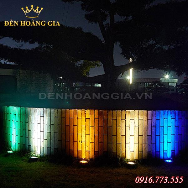 Bố trí đèn âm sàn màu sắc để hắt tường