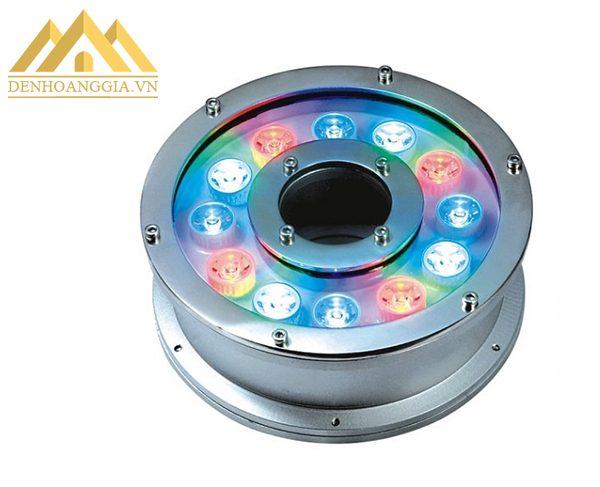 Lớp kính cường lực chắc chắn của đèn led âm nước bánh xe 18w bảo vệ các bộ phận bên trong thân đèn