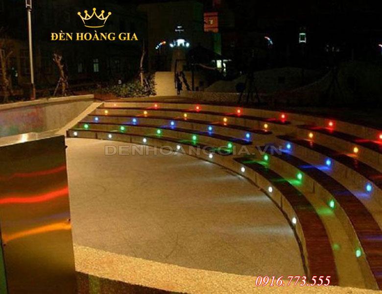 Đèn led âm sàn bê tông có nhiều màu sắc ánh sáng khác nhau