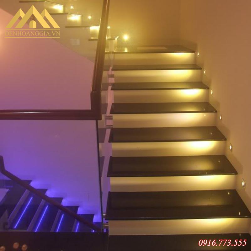 Đèn led âm tường chân cầu thang
