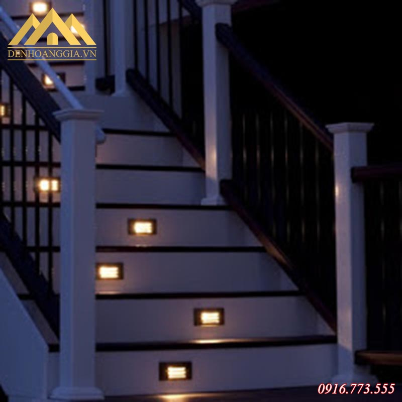 Hình ảnh đèn led âm bậc chân cầu thang