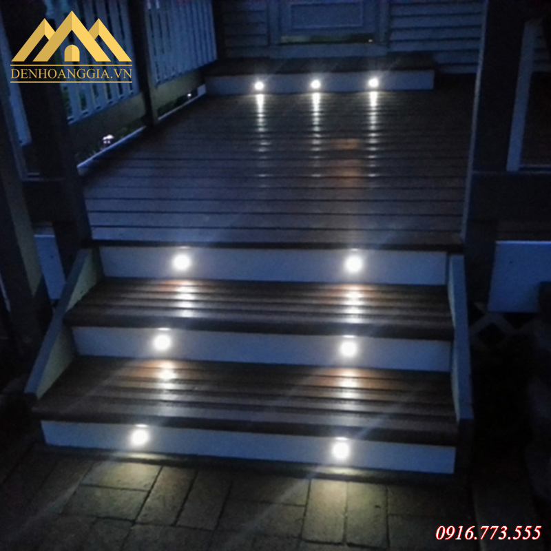 Đèn led chân cầu thang thiết kế đạt cấp độ bảo vệ IP 65