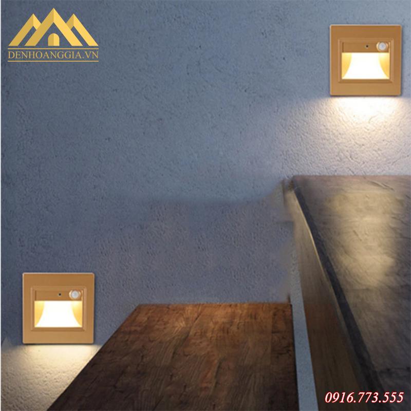 Đèn led chân cầu thang có nguồn ánh sáng tự nhiên. rõ nét