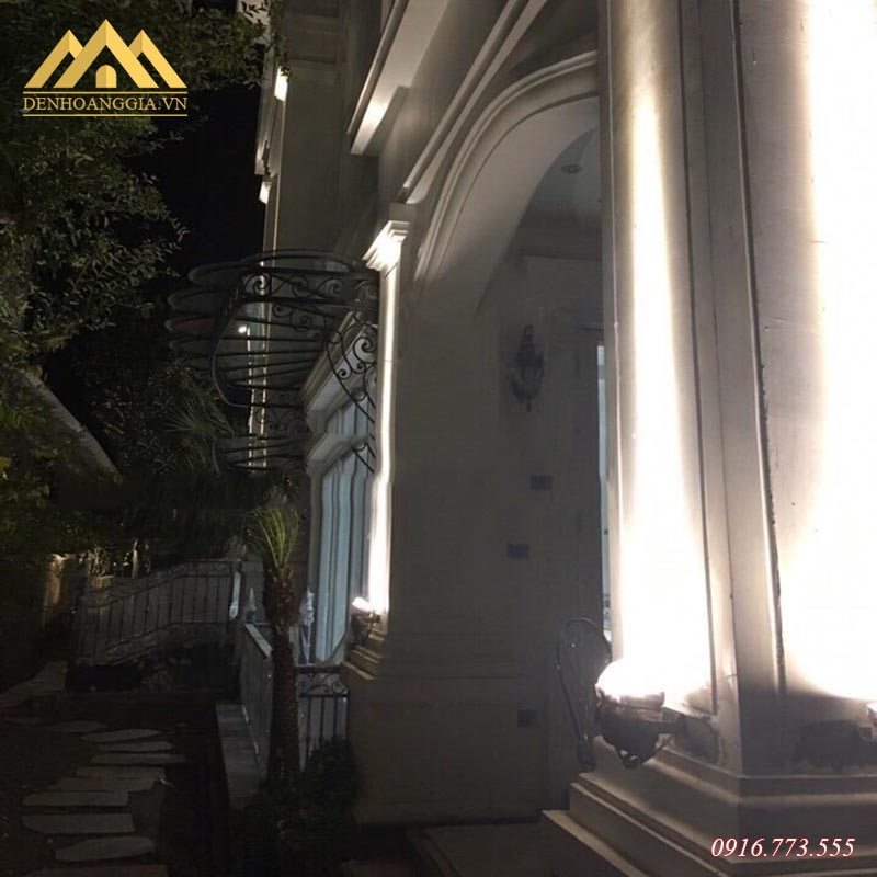 Đèn rọi cột có ánh sáng hội tụ và rọi xa tới 100m