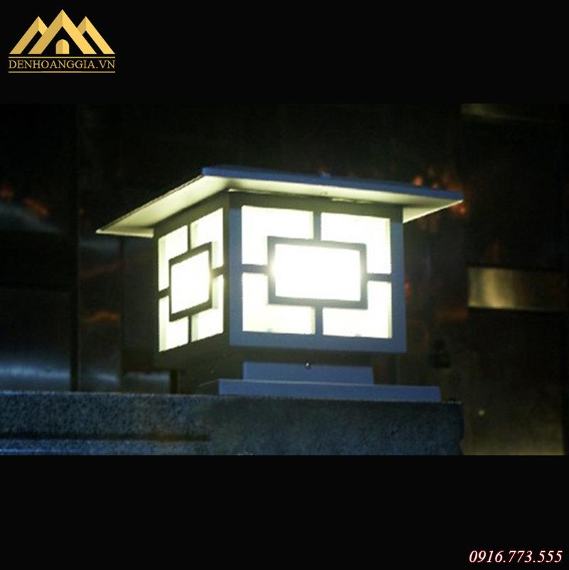 Ánh sáng của đèn trụ cổng dịu nhẹ không chói lóa