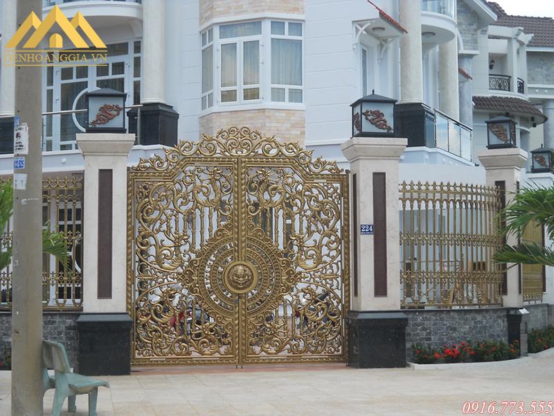 Đèn trụ cổng trang trí cổng nhà chính bắt mắt