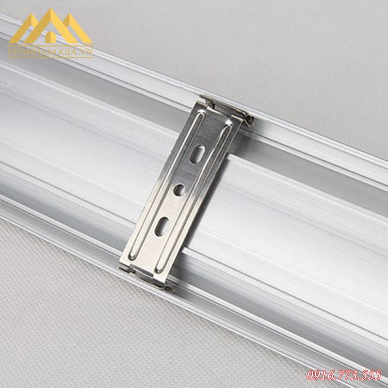Thân của đèn tuýp led bán nguyệt được làm bằng hợp kim nhôm chắc chắn