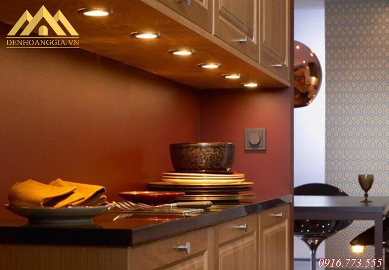 Sử dụng đèn led âm trần 3 màu chiếu sáng cho tủ bếp ở KĐT Thanh Hà