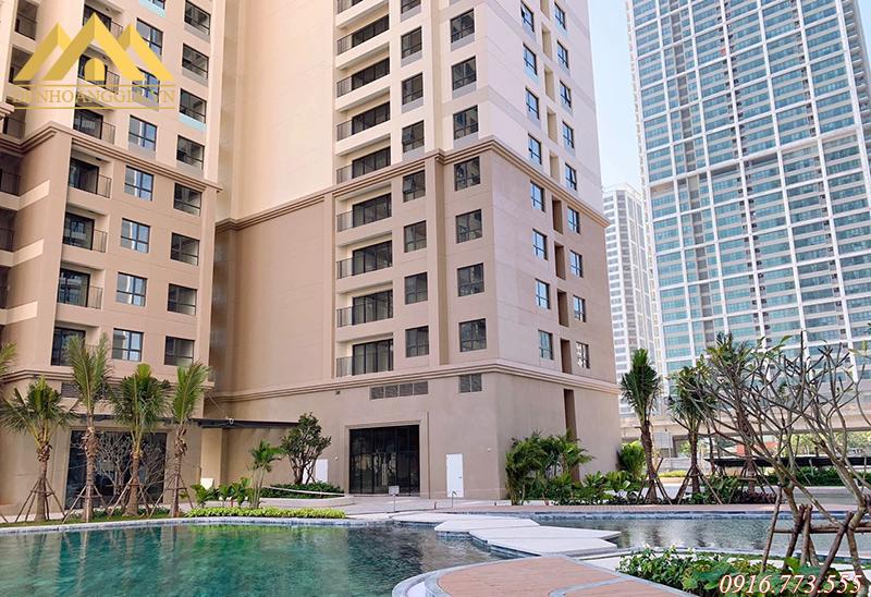 Hệ thống bể bơi ngoài trời ở chung cư Vinhomes D'Capitale Trần Duy Hưng