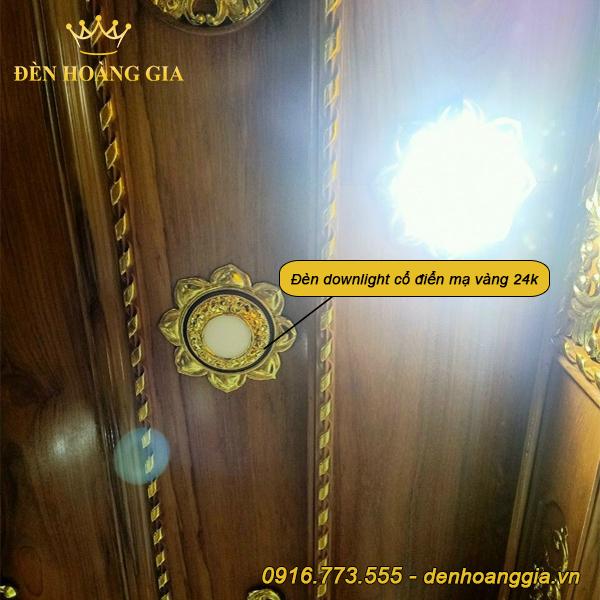 Trần nhà lắp đèn downlight cổ điển mạ vàng 24k