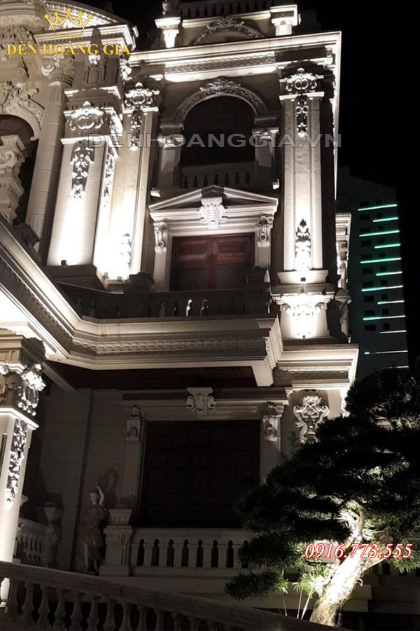 Biệt thự Tổng Hải Sơn đẹp hơn nhờ đèn rọi cột